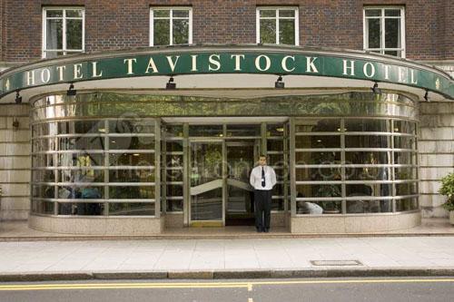 Entrada del hotel Tavistock en Londres